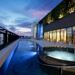 Fukuoka hotel Miyako Hotel Hakata roof swimming pool