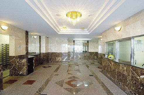 estatemores-lobby.jpg