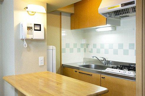estatemores-kitchen.jpg