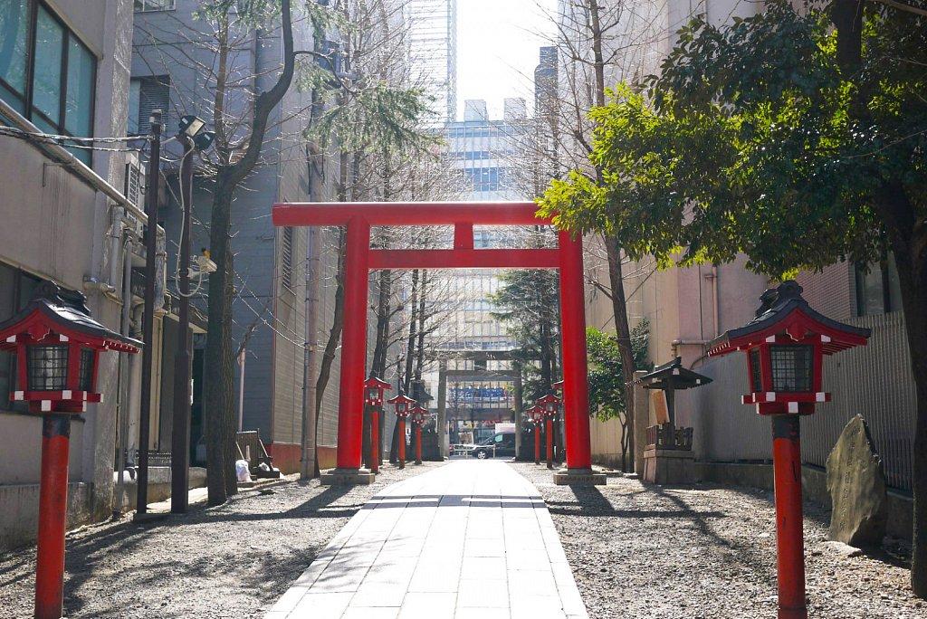 tokyo-shinjuku-city-hanazonoshrine.JPG