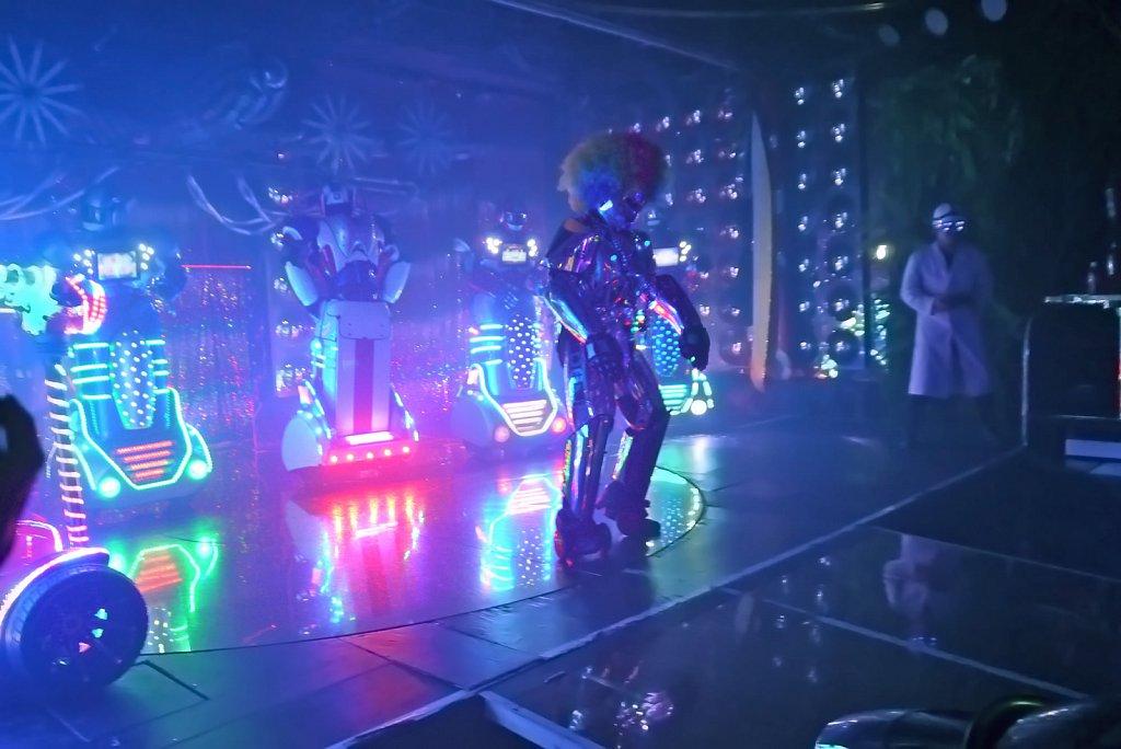 robot-restaurant.JPG