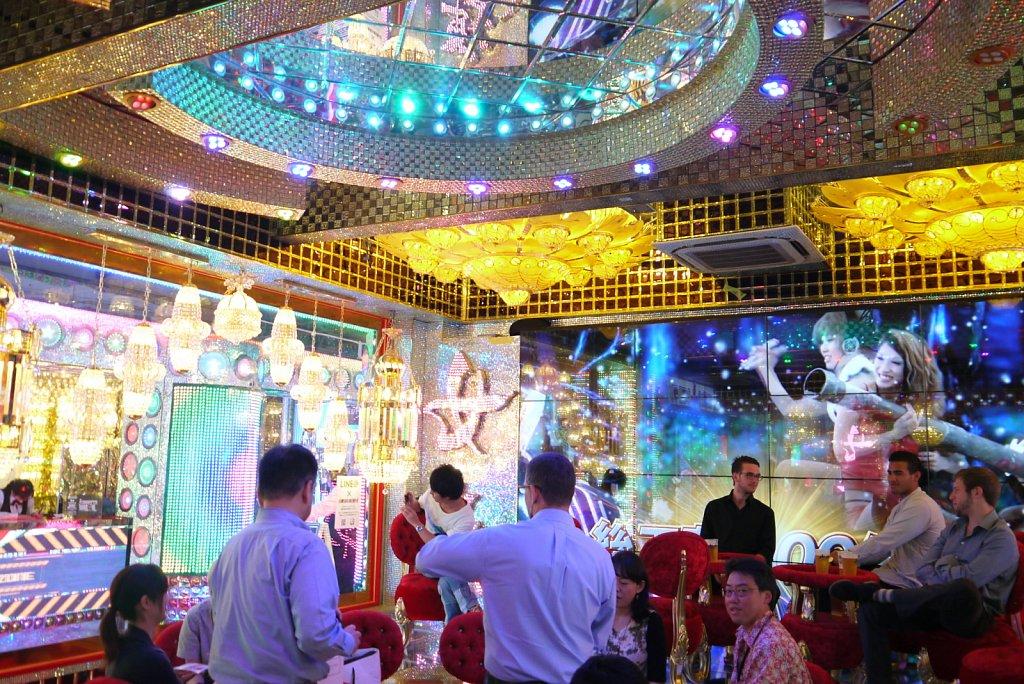 robot-restaurant3.JPG